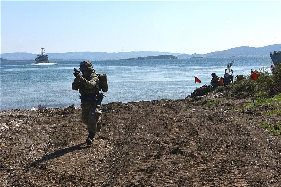2019/04/deniz-ve-kara-kuvvetlerinden-ortak-amfibi-hucum-egitimi-20190420AW68-2.jpg