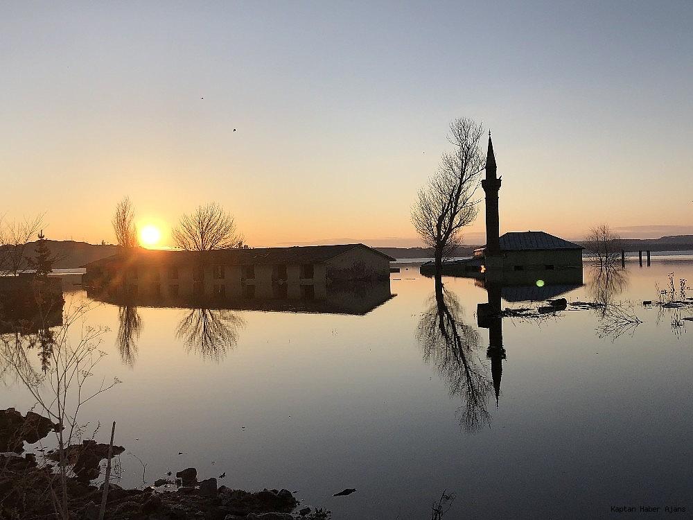 2019/04/karsta-sular-altinda-kalan-cami-ilk-kez-havadan-goruntulendi-20190407AW66-2.jpg