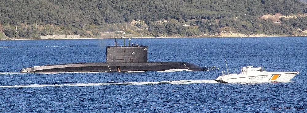 2019/04/rus-denizaltisi-canakkale-bogazindan-gecti-20190430AW68-2.jpg