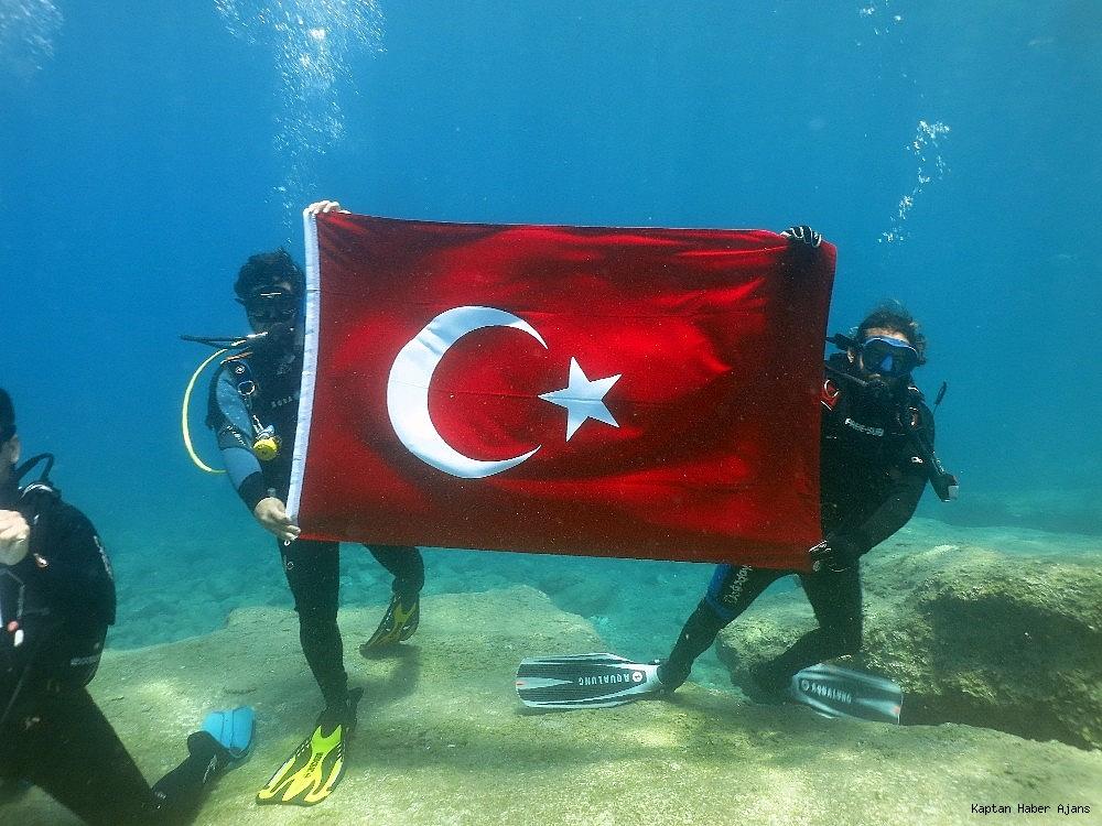 2019/05/100yilda-deniz-dibinde-turk-bayragi-actilar-20190519AW70-3.jpg