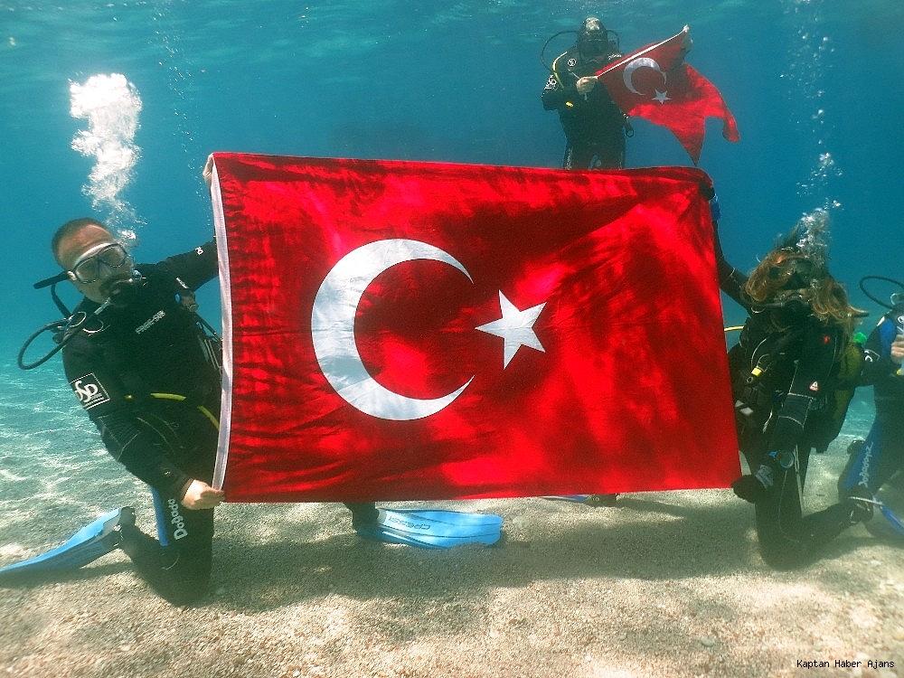 2019/05/100yilda-deniz-dibinde-turk-bayragi-actilar-20190519AW70-4.jpg