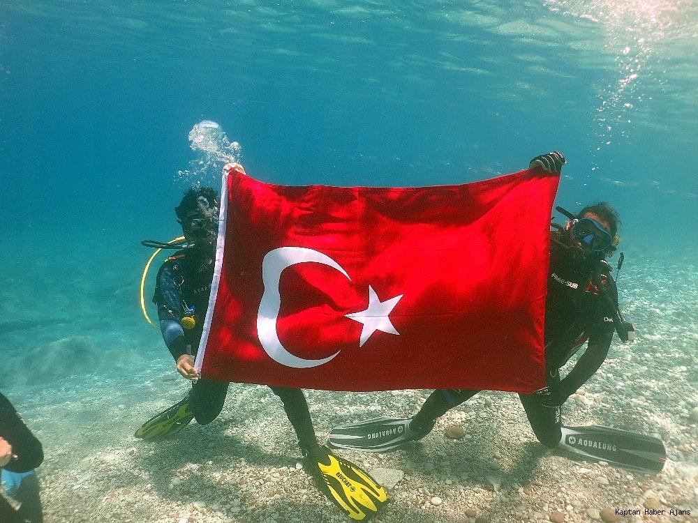 2019/05/100yilda-deniz-dibinde-turk-bayragi-actilar-20190519AW70-6.jpg