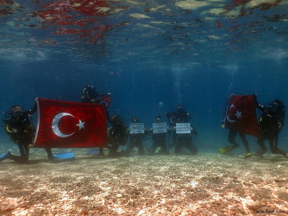 2019/05/100yilda-deniz-dibinde-turk-bayragi-actilar-20190519AW70-7.jpg