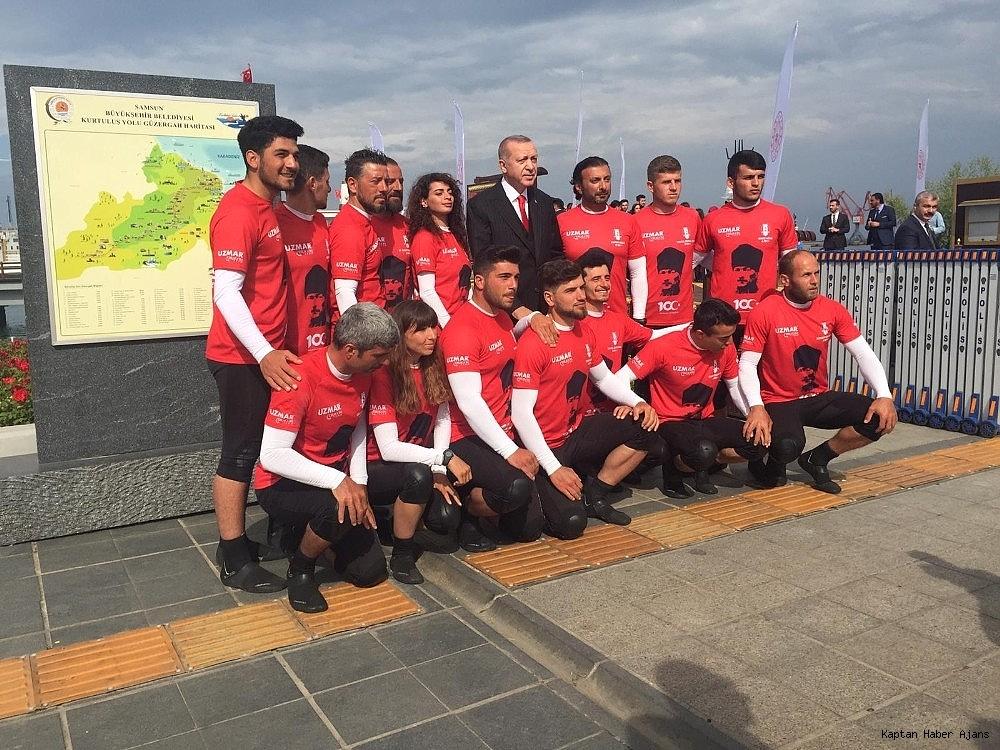 2019/05/bandirma-vapuru-rotasinda-kurek-cektiler-turk-bayragini-cumhurbaskani-erdogana-ulastirdilar-20190521AW70-3.jpg