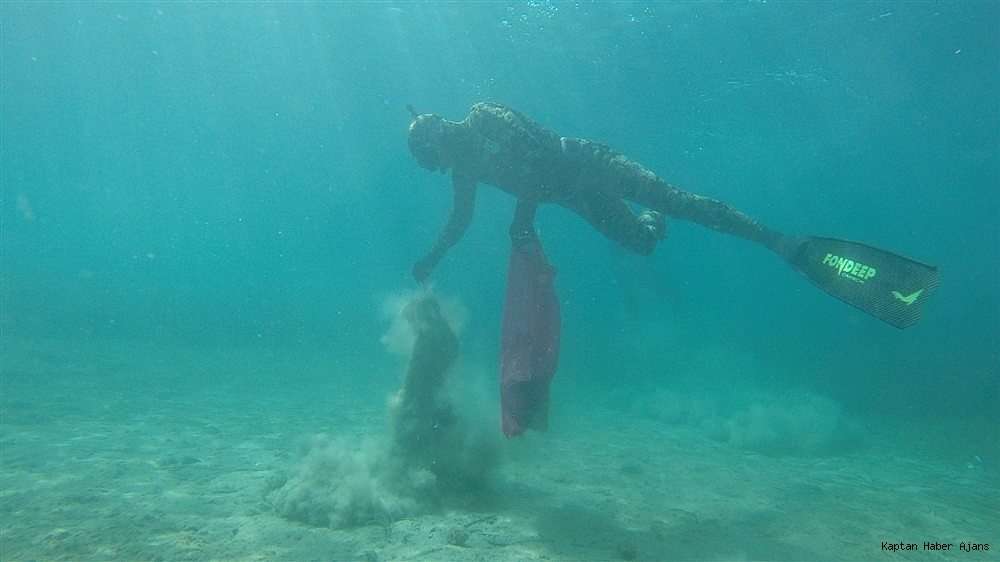 2019/05/buyukler-denizin-dibini-cocuklar-sahilleri-temizledi-20190531AW71-2.jpg