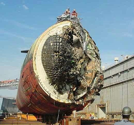 2019/05/buz-dagina-carpan-amerikan-denizaltisinin-fotograflari-yayinladi-20190528AW71-2.jpg