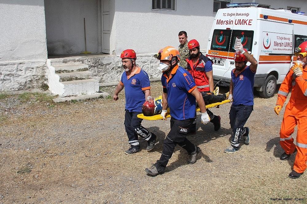 2019/05/denizkurdu-2019da-gercegini-aratmayan-deprem-tatbikati-20190519AW70-12.jpg