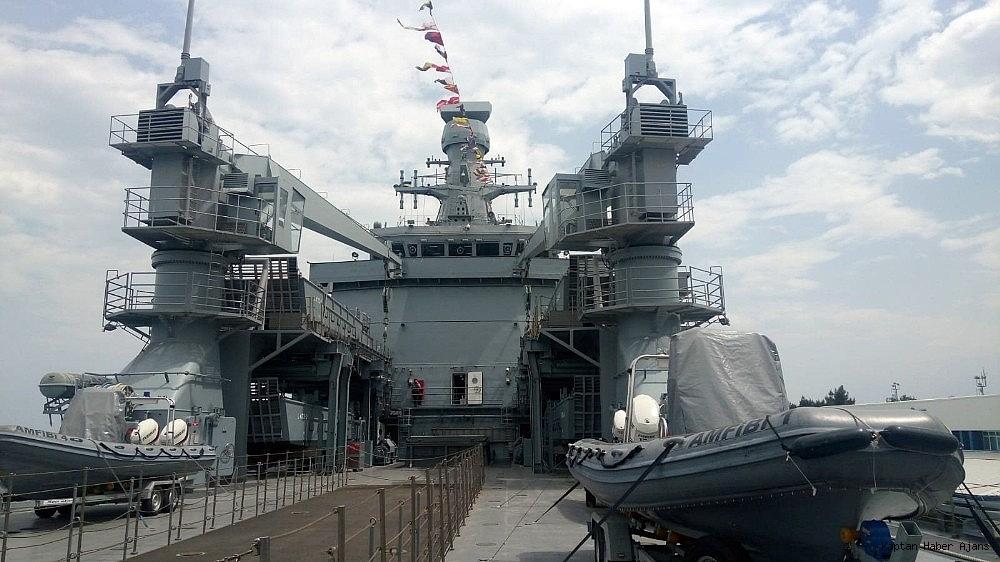 2019/05/dunyanin-en-buyuk-amfibi-cikarma-gemilerinden-tcg-sancaktar-ziyarete-acildi-20190521AW70-10.jpg