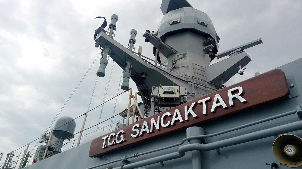 2019/05/dunyanin-en-buyuk-amfibi-cikarma-gemilerinden-tcg-sancaktar-ziyarete-acildi-20190521AW70-5.jpg