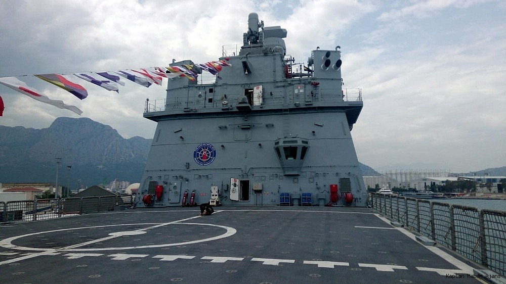2019/05/dunyanin-en-buyuk-amfibi-cikarma-gemilerinden-tcg-sancaktar-ziyarete-acildi-20190521AW70-7.jpg