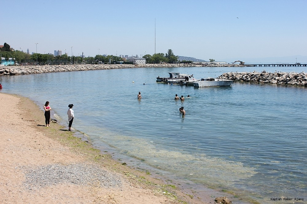 2019/05/istanbulda-sicaktan-bunalanlar-kendini-denize-atti-20190529AW71-6.jpg