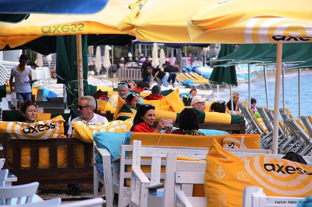 2019/05/sahilde-denize-giren-turistler-sok-oldu-20190502AW69-11.jpg