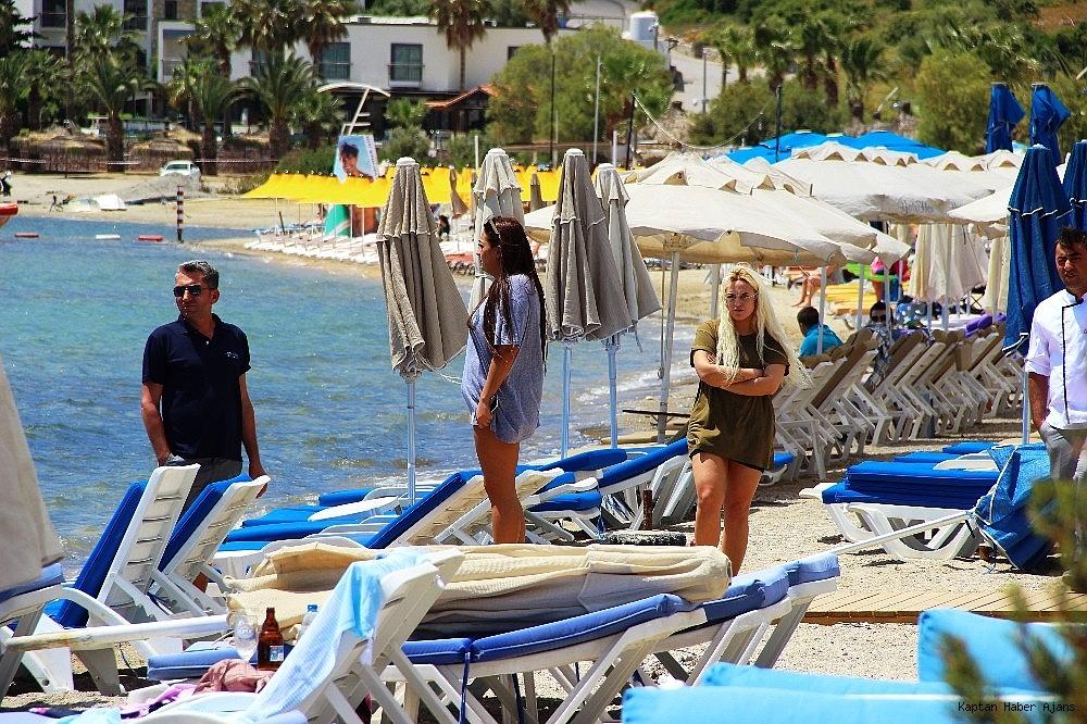 2019/05/sahilde-denize-giren-turistler-sok-oldu-20190502AW69-5.jpg
