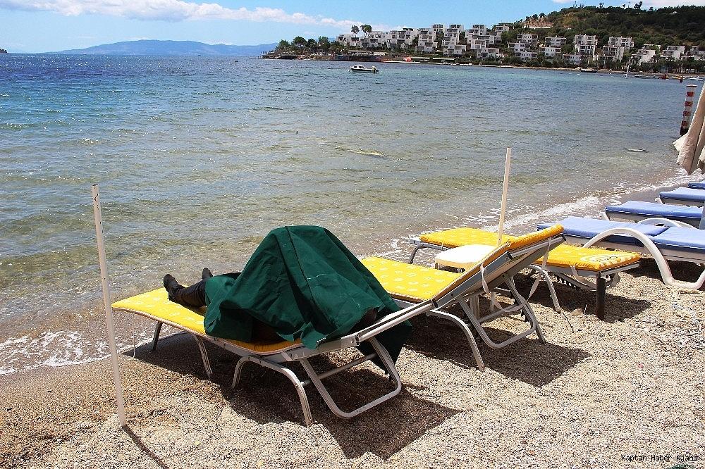 2019/05/sahilde-denize-giren-turistler-sok-oldu-20190502AW69-7.jpg