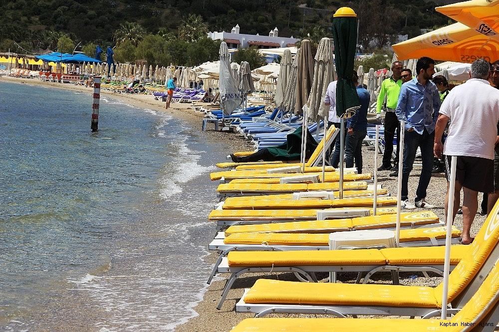 2019/05/sahilde-denize-giren-turistler-sok-oldu-20190502AW69-8.jpg