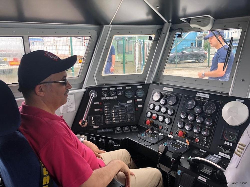 2019/06/vali-ceber-sahil-guvenlik-botu-ile-denize-acilarak-calismalar-hakkinda-brifing-aldi-20190608AW72-1.jpg