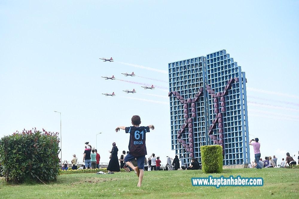 2019/07/turk-yildizlari-trabzonda-nefes-kesti-20190707AW74-1.jpg