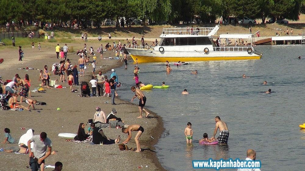 2019/07/van-golu-sahilleri-akdeniz-ve-egeyi-aratmiyor-20190708AW74-2.jpg