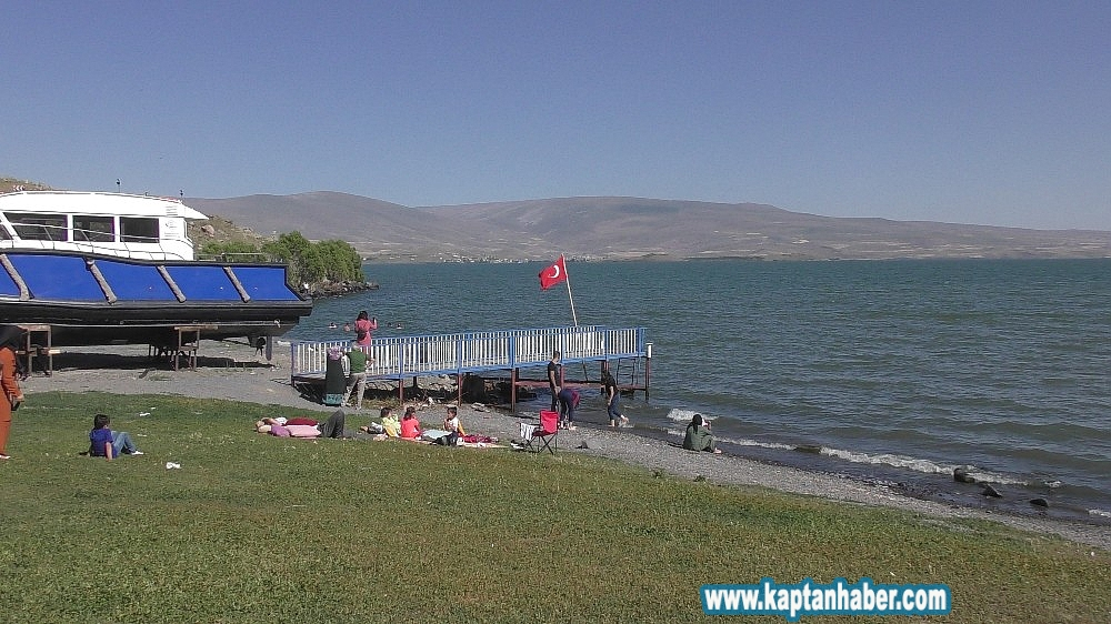 2019/08/cildir-golu-ege-ve-akdeniz-sahillerini-aratmiyor-20190815AW77-10.jpg