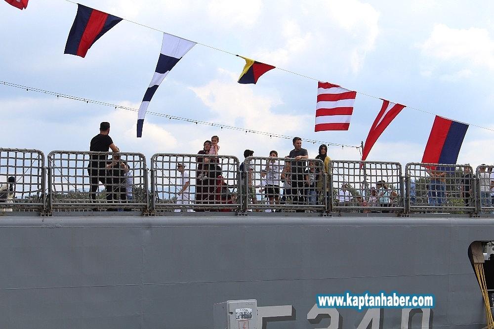 2019/08/golcuk-donanmasi-gemileri-30-agustos-ziyaretcilerine-acildi-20190830AW78-2.jpg