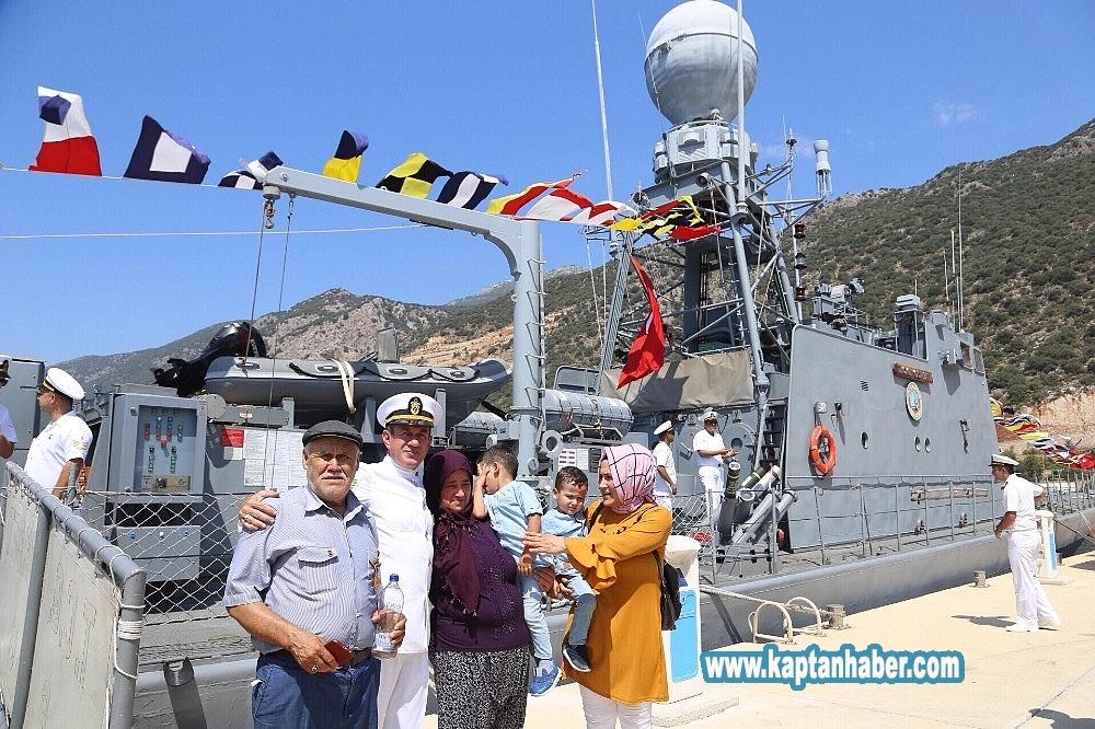 2019/08/kasta-askeri-gemi-ziyarete-acildi-20190830AW78-3.jpg