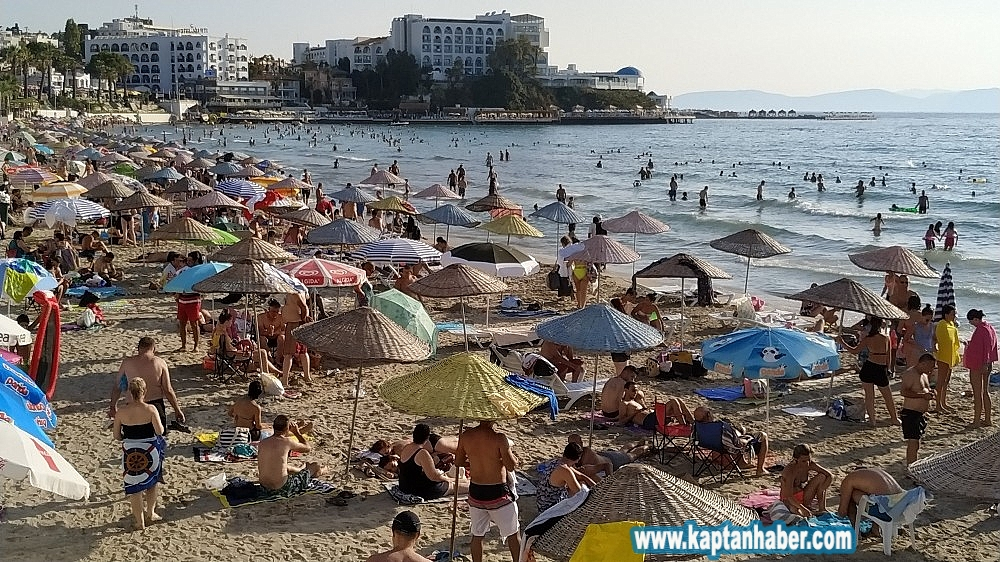 2019/08/kusadasinda-sicaktan-bunalan-plaja-kostu-20190804AW77-1.jpg