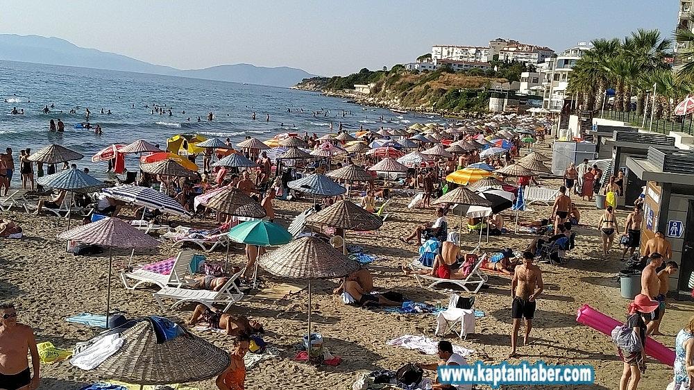 2019/08/kusadasinda-sicaktan-bunalan-plaja-kostu-20190804AW77-2.jpg