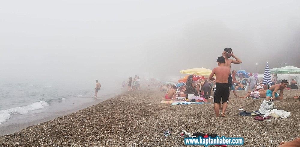 2019/08/plaji-bir-anda-sis-basti-denize-giremediler-20190813AW77-2.jpg