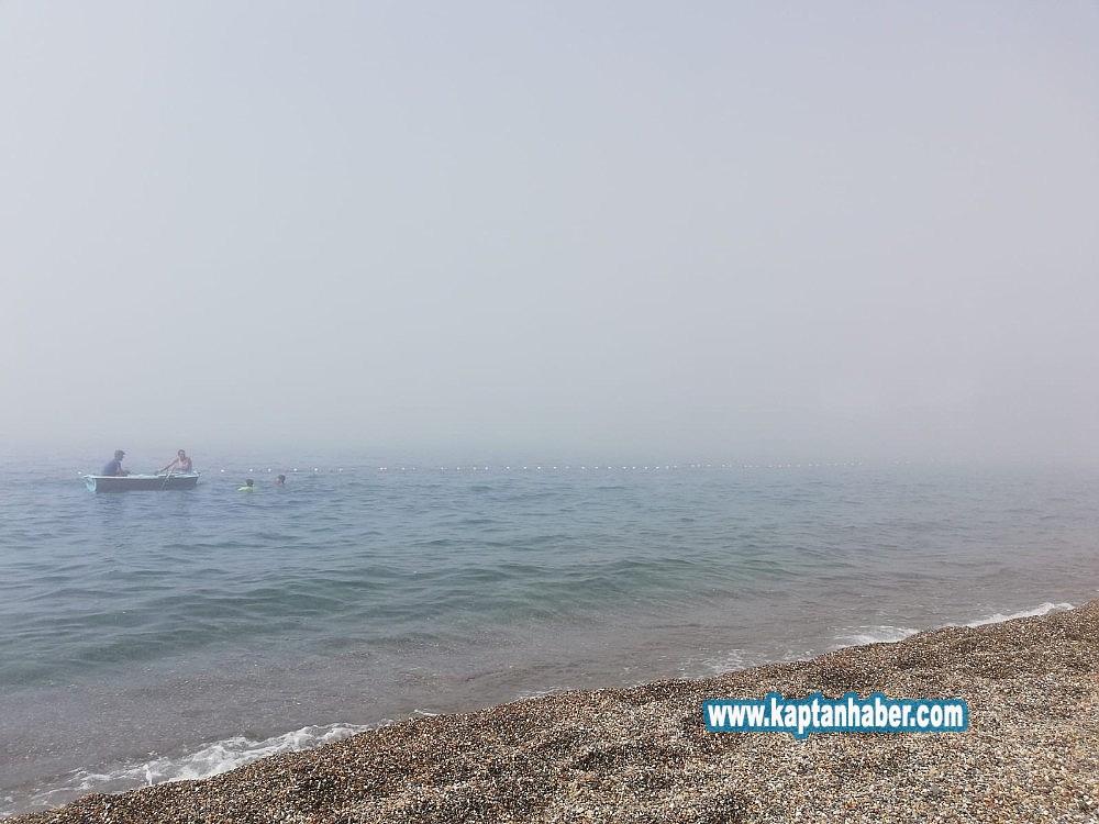 2019/08/plaji-bir-anda-sis-basti-denize-giremediler-20190813AW77-3.jpg