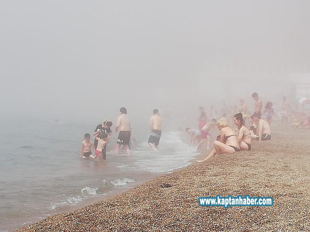 2019/08/plaji-bir-anda-sis-basti-denize-giremediler-20190813AW77-4.jpg