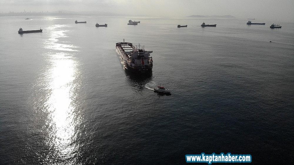 2019/08/zeytinburnunda-kazaya-karisan-kuru-yuk-gemisi-havadan-goruntulendi-20190814AW77-2.jpg