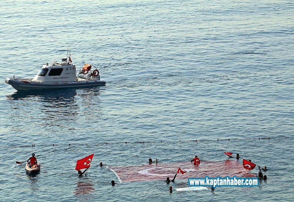 2019/10/akdeniz-sularinda-dalgiclardan-turk-bayragi-ve-asker-selami-20191029AW84-9.jpg