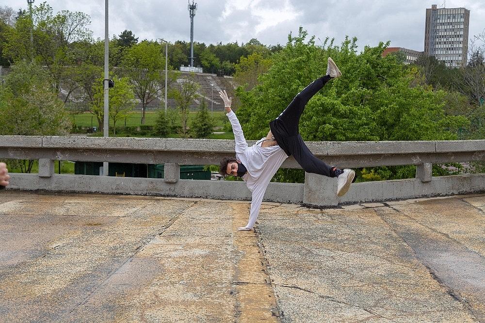 2020/05/ankarali-danscilar-ataturk-icin-dans-etti-20200519AW02-4.jpg