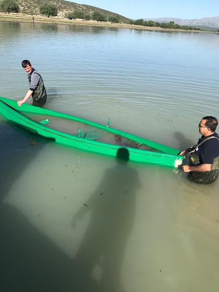 2020/05/ekipleri-gorunce-tekneyi-suya-batirarak-kactilar-20200516AW01-2.jpg