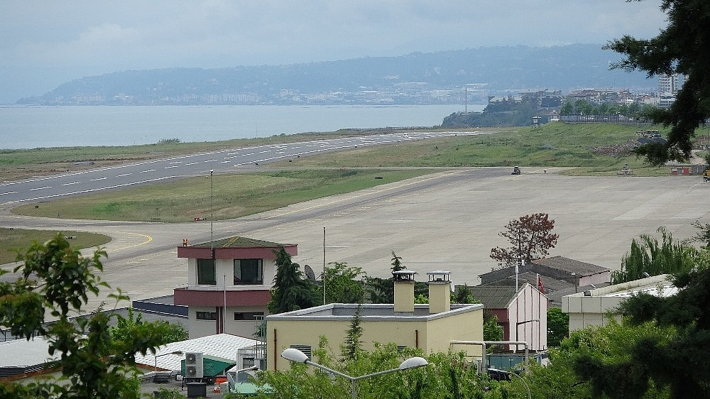 2020/05/trabzon-havalimaninda-pist-yenileme-calismalarinda-sona-gelindi-20200527AW02-5.jpg