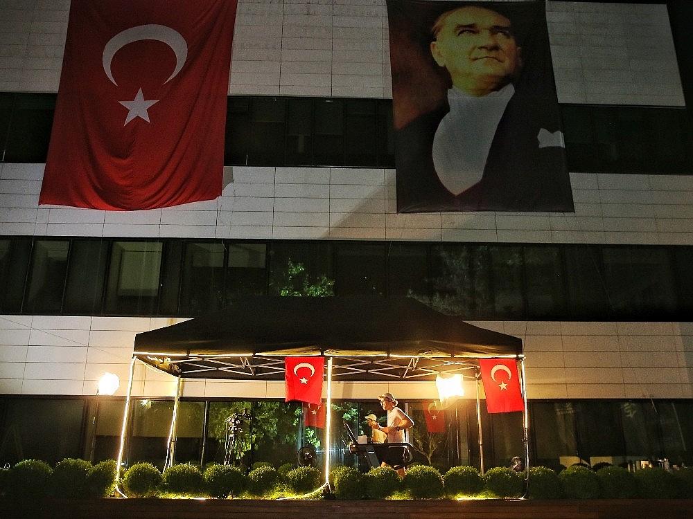2020/05/turkiye-19-mayisi-tarihi-bir-kosuyla-kutluyor-20200519AW02-2.jpg