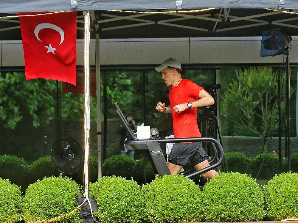 2020/05/turkiye-19-mayisi-tarihi-bir-kosuyla-kutluyor-20200519AW02-3.jpg