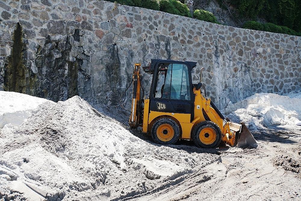 2020/06/bodrum-sahillerin-mermer-tozuyla-maldivlere-cevirmeye-calistilar-345-bin-lira-ceza-yediler-20200602AW03-3.jpg
