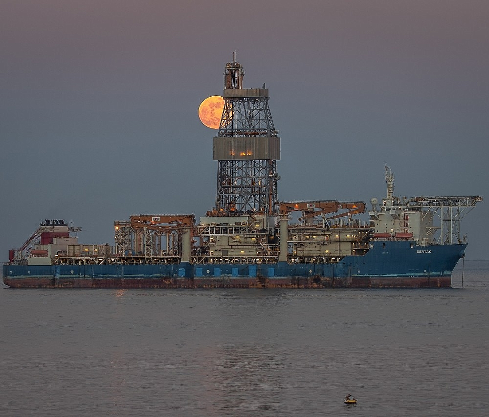2020/06/kanuni-sondaj-gemisinin-tasucundaki-bekleyisi-suruyor-20200607AW03-1.jpg