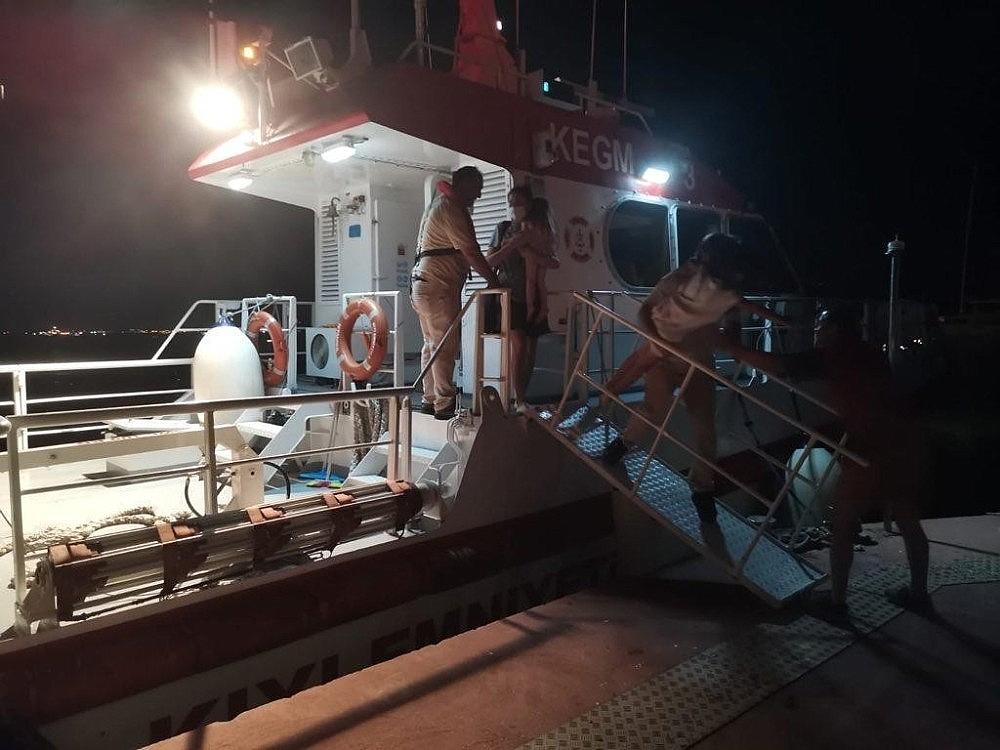2020/06/kartal-aciklarinda-ariza-yapan-teknede-bulunan-3u-cocuk-5-kisi-kurtarildi-20200622AW04-1.jpg