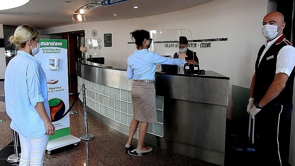 2020/06/unlu-tatil-merkezi-cesmedeki-oteller-saglikli-tatil-icin-hazir-20200605AW03-2.jpg