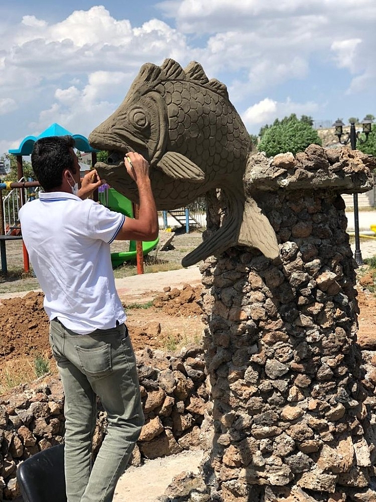 2020/07/caldiran-belediyesi-sazan-baliginin-heykelini-dikecek-20200727AW07-1.jpg