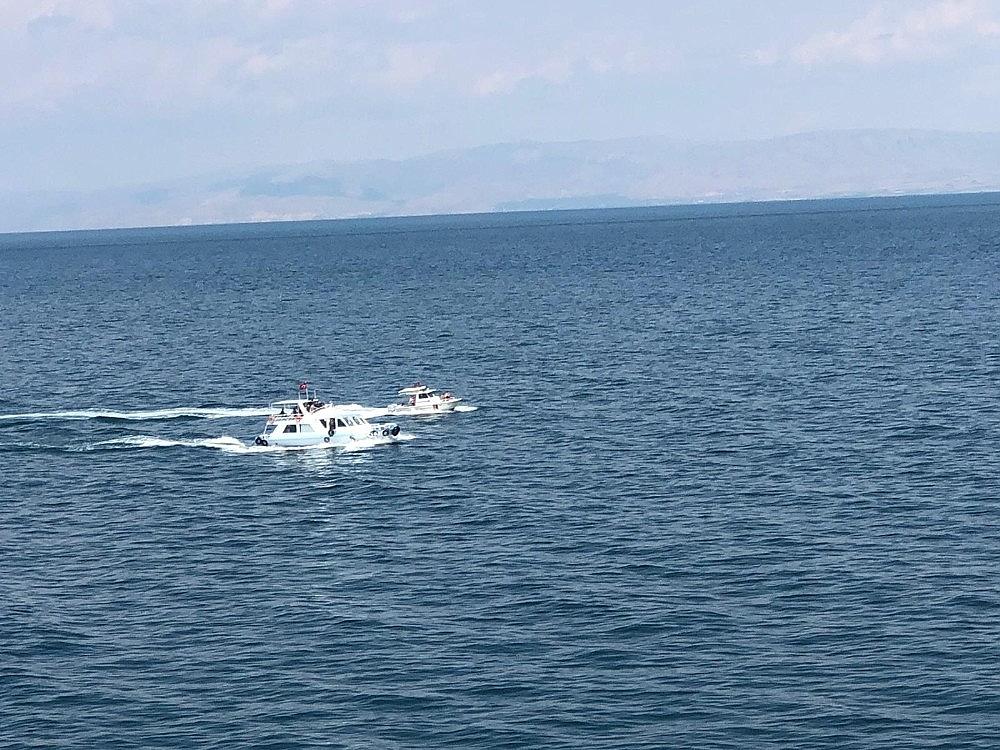 2020/07/gocmenleri-tasiyan-batik-tekneyi-arama-calismalari-devam-ediyor-20200701AW05-3.jpg