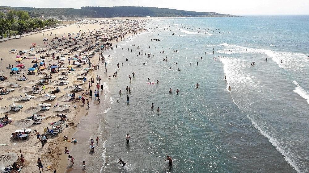 2020/07/kocaeli-sahillerinde-158-kisi-bogulmaktan-kurtarildi-20200720AW07-1.jpg