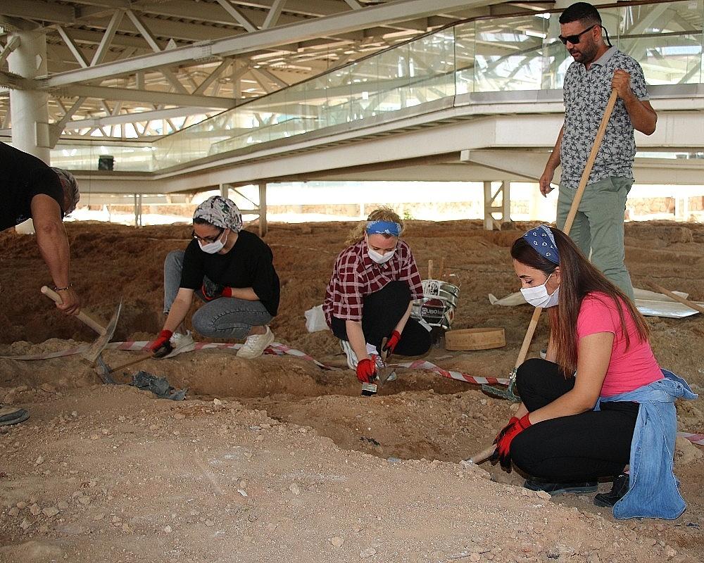 2020/07/nekropol-alaninda-2-bin-500-yillik-tarihi-yolculuk-gun-sayiyor-20200706AW05-1.jpg