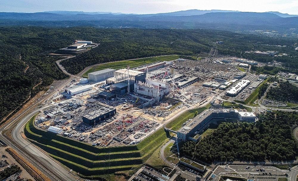2020/07/tokamak-nukleer-fuzyon-reaktoru-iterin-montajina-fransada-baslandi-20200730AW07-2.jpg