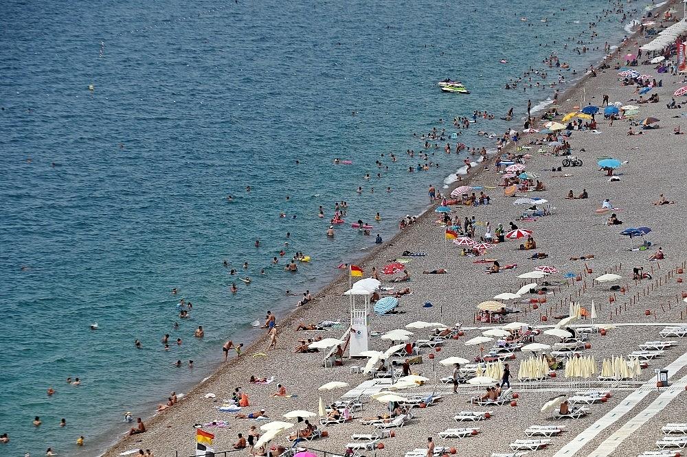 2020/08/antalya-sahillerinde-eskiye-donus-20200802AW08-2.jpg