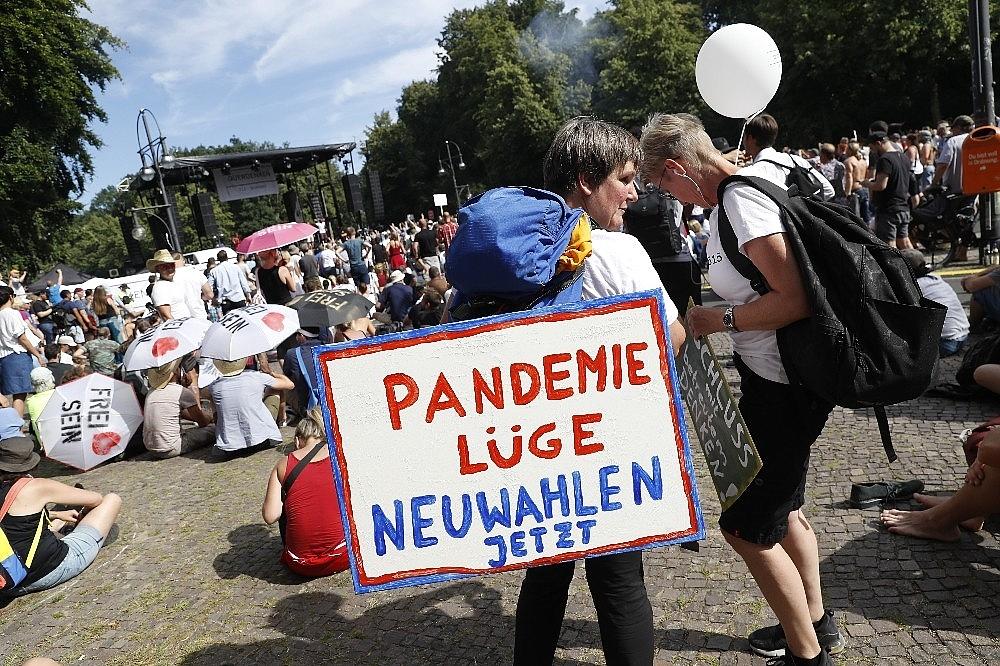 2020/08/berlinde-covid-19-kisitlamalari-protesto-edildi-20200801AW08-12.jpg