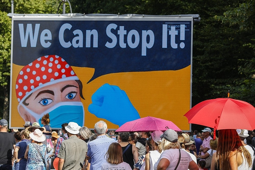 2020/08/berlinde-covid-19-kisitlamalari-protesto-edildi-20200801AW08-5.jpg