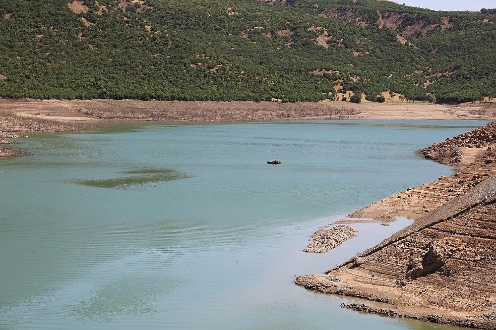 2020/08/kayip-gulistan-baraj-golunde-didik-didik-araniyor-20200808AW08-1.jpg